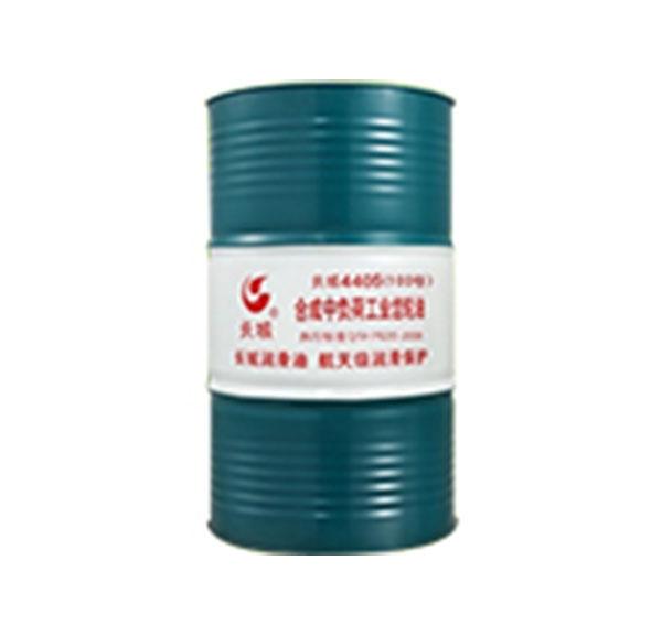 长城牌4405 320号合成中负荷工业齿轮油(PAG型)是以聚烷撑乙二醇合成油为基础油,并加入极压、抗磨等多种添加剂精制而成,具有优异的黏温性能和良好的极压抗磨性,可满足各种中、低速,中负荷工业齿轮设备的润滑需要。本产品按40℃运动黏度可分为46、68、100、150、220、320、460、680等牌号。 性能特点 ◎ 优异的黏温性能; ◎ 优异的低温流动性能,保证设备在低温下运转正常; ◎ 优异的耐热稳定性能,防止油品高温变质; ◎ 良好的极压抗磨性能,减少设备磨损; ◎ 在高温下长期使用不结焦、无沉